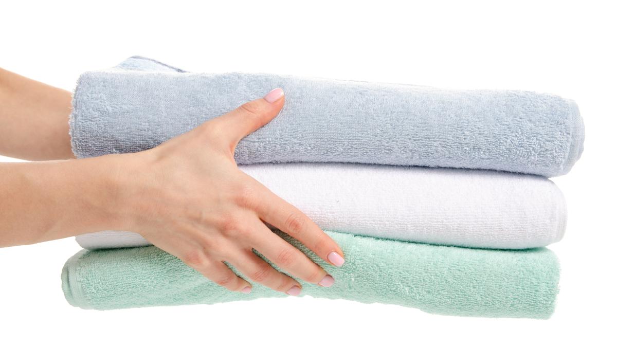 使用乾毛巾按壓吸掉多餘水份