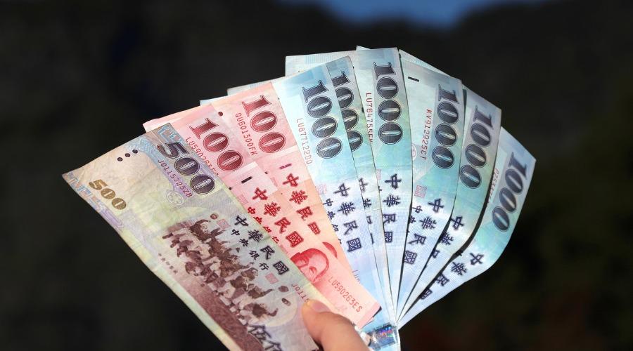 2021春節從2月3日起到2月9日期間共有八間金融機構提供換鈔服務。